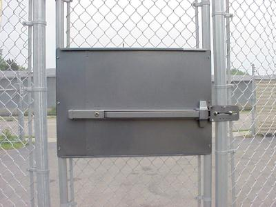 Standard Panic Exit Bar Kit for Chain Link Pedestrian Gate DAC 6030 - with Silver Mounting Plate